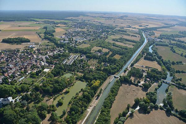 Vue aérienne de Flogny la Chapelle